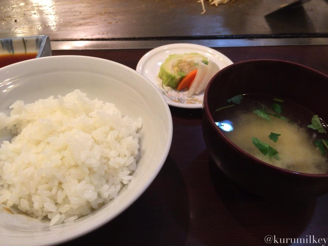 ご飯と味噌汁、お漬物